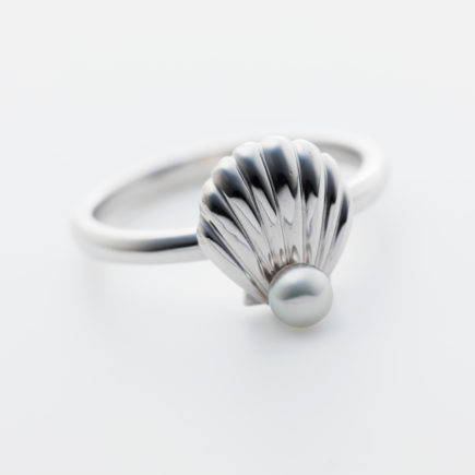 K18WG  SHELL RING with BABY PEARL